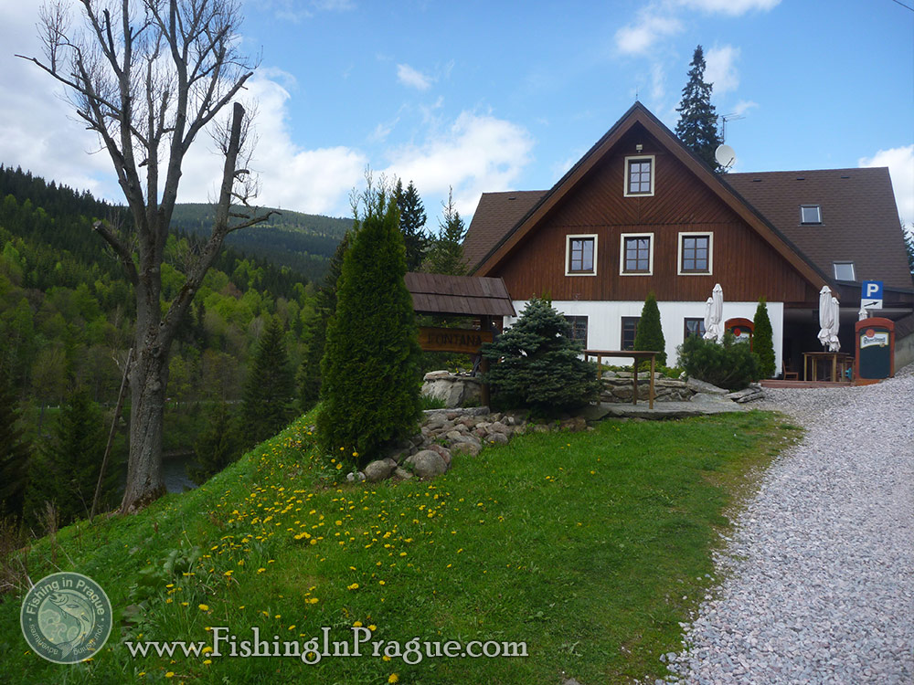 Lake fly fishing - guesthouse on the bank