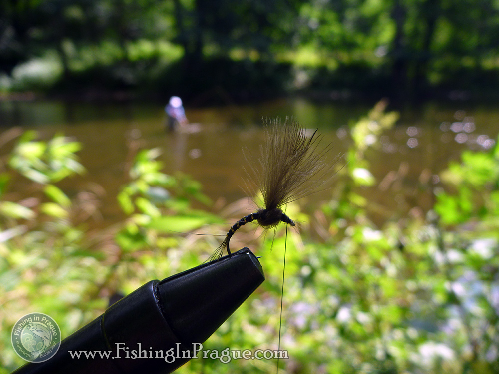 Tying flies on the river bank, klinkhammer special this time